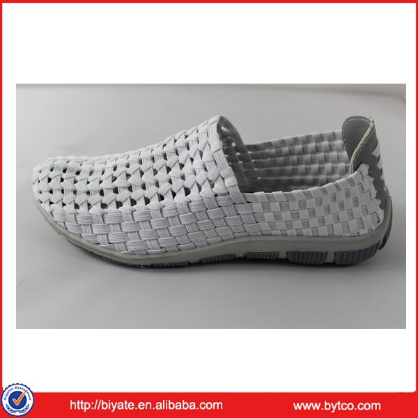 The latest hand made men woven leather shoes
