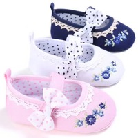 2017infant baby girls soft bottom shoe lace appliqued flower toddler anti-slip shoes