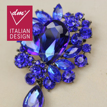 China wholesale blue crystal brooches and pins for dresses