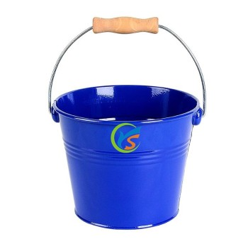 Galvanized bucket with lid