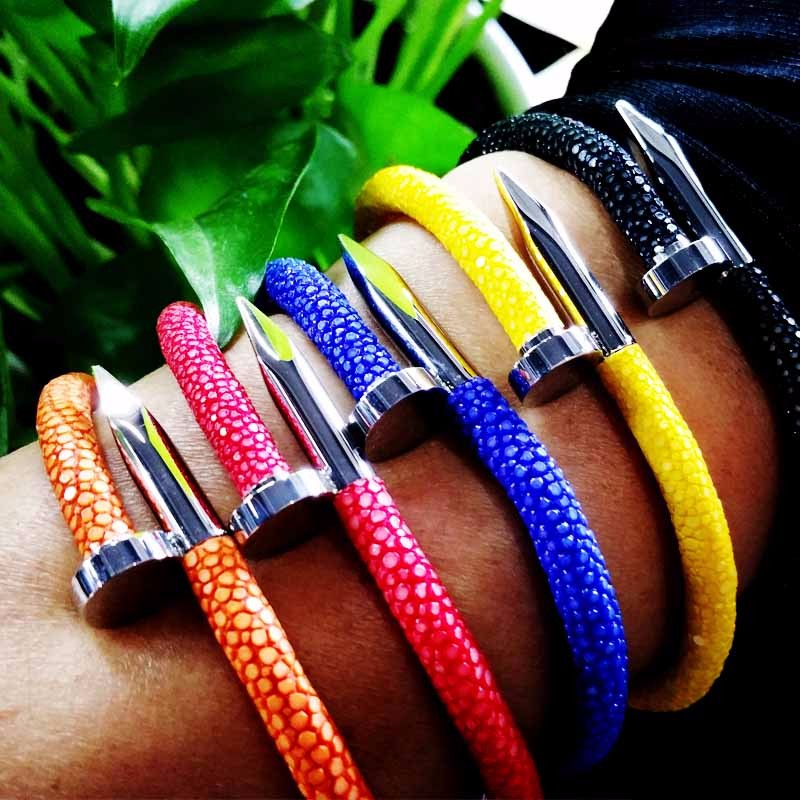 High quality 316L stainless steel with stingray leather nail bracelet