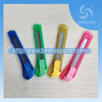 2013 hot sale paper slitting knife,promotion art knife,utility knife with plastic handle P-26