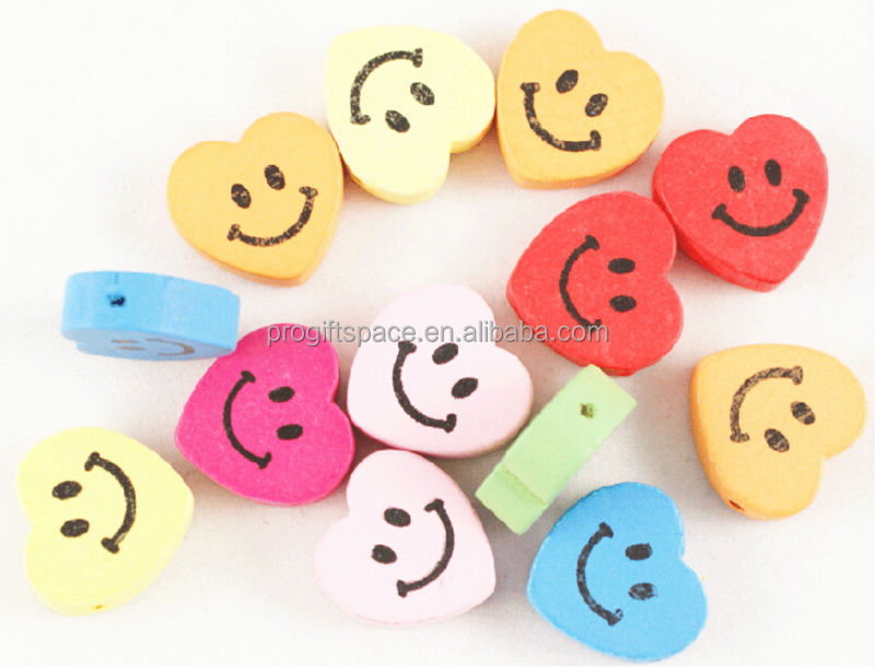 2017 hot fashion handmade new product heart shape 50mm smile crafts natural wholesale wooden face beads on sale made in China