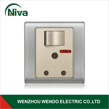 wholesales prices with or without indicator light electronic swithing socket 15A round pin 3-pin power plug wall socket 220V