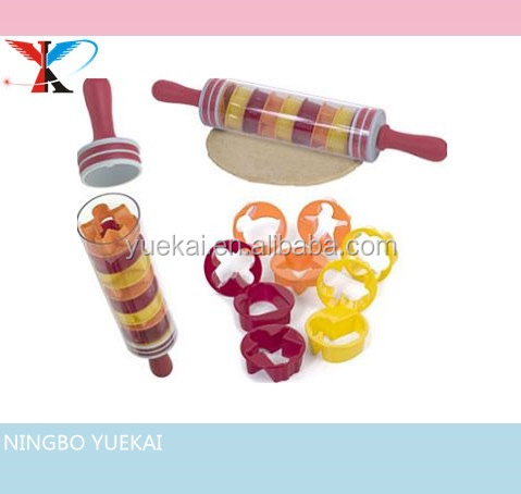 Plastic decorative cookie rolling pin with cutters