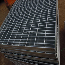 Alibaba metal hot dipped serrated galvanized grating/steel grid mesh