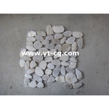 White flat resin river mesh paving cobble and pebble stone on net