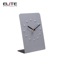 China supplier creative design metal material quartz analog table time clock for desk decoration