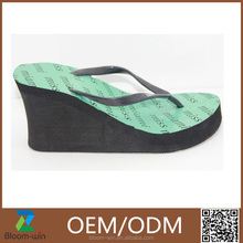 New design relaxation rubber slippers feminine sandals for woman
