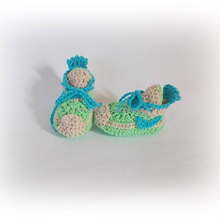Best Selling green shoes cotton yarn knitted booties hand crocheted baby shoes