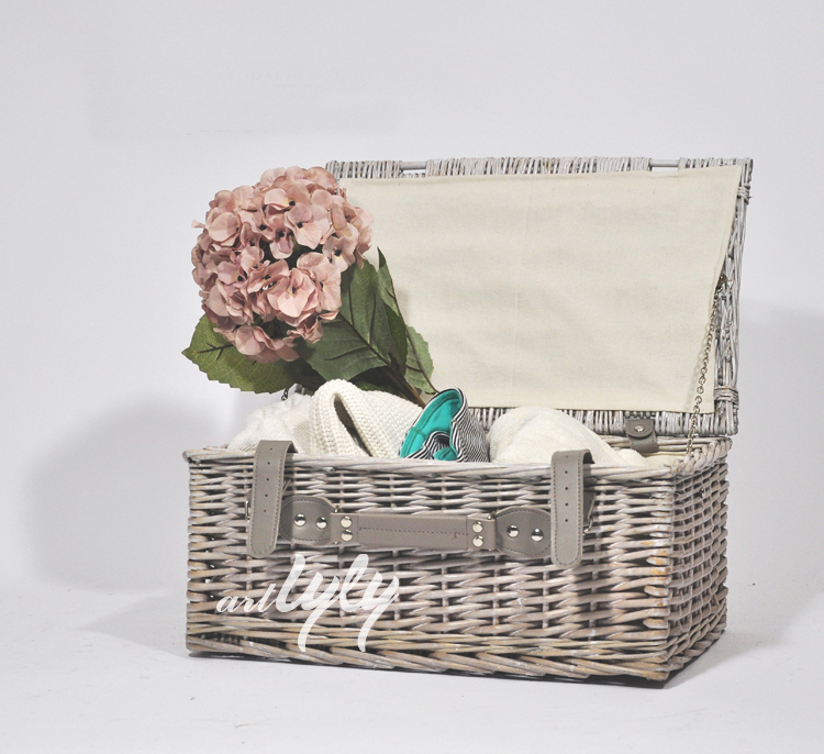 home decoration wholesale wicker baskets with fabric lining