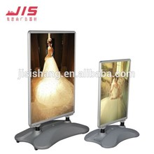 X-style roll up banner stand