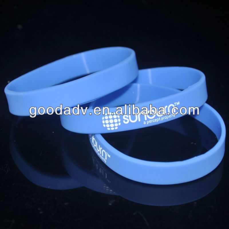 2013 New non-toxic Silicone Wristband with custom engraved color filled logo