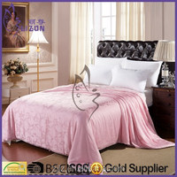 2015 Latest Design Silk Quilt/Beautiful Printed Silk Bedding Quilt/Jacquard Cotton Fabric Shell