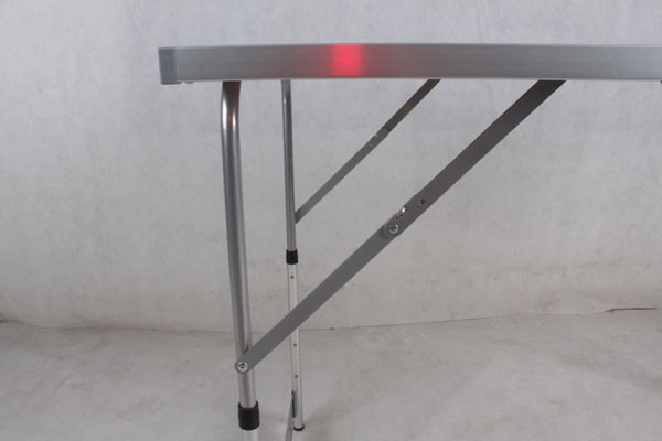 1m Height adjustable aluminium camping table