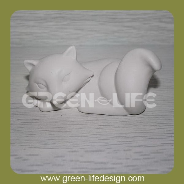Ceramic sleeping fox showpieces for home decoration