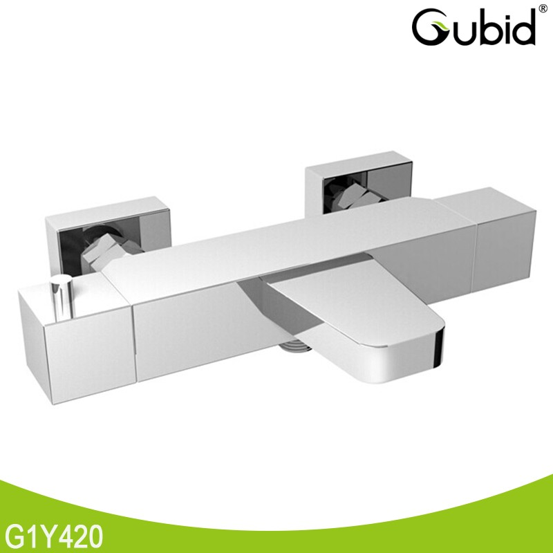 Guangzhou 2 hole bathtub faucet and shower