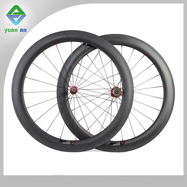 Chinese bicycle wheel for carbon fiber road bikes for sale depth 60mm wide 23mm clincher road bycicle wheel conbon fiber