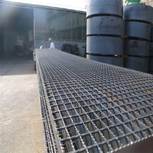 Traditional steel walkway mesh grating