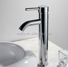 The chrome single hole bathroom basin faucet