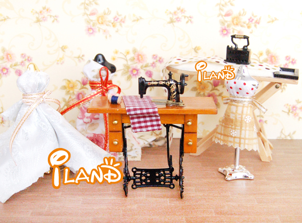 Dollhouse Sewing Machine With Thread Scissors Cloth Material Wood Metal HS001B