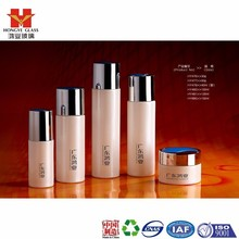 Fashion packaging milk white color empty cosmetic sets spray glass bottle with pump HY476