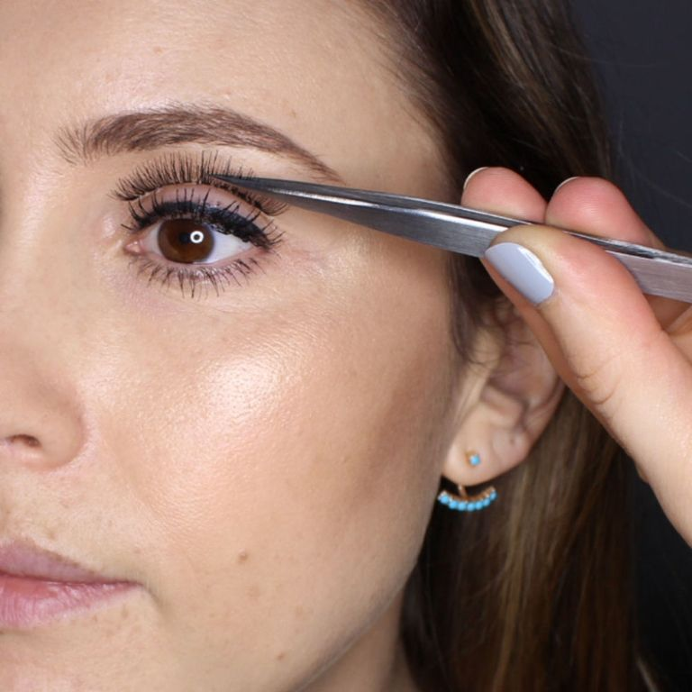 measuring -up the lashes.jpg