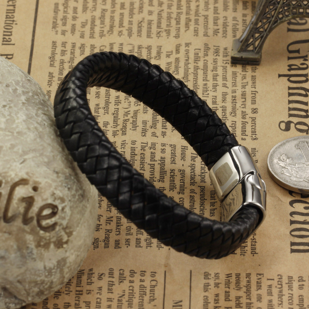Luxury Genuine Leather Bracelet Men Charm (eiffel tower) 자기 버클 Bracelets