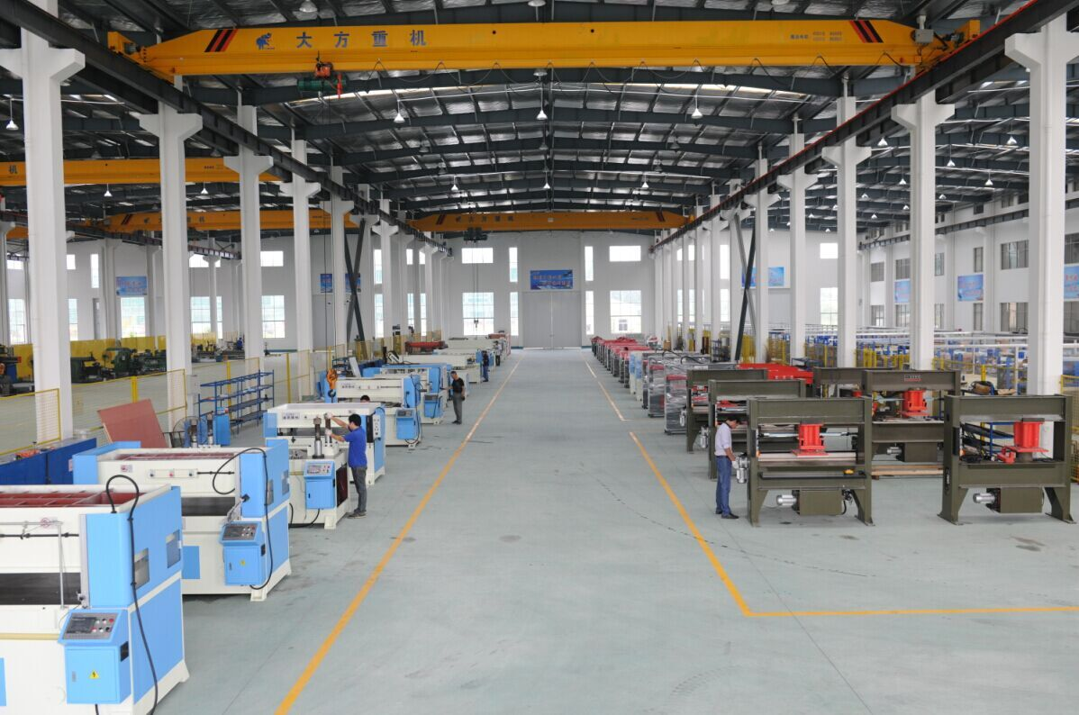Automatic hydraulic PLC traveling head leather cutting machine
