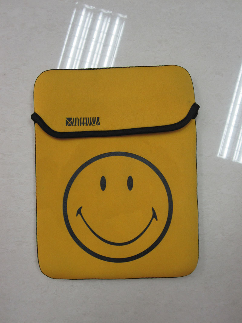 2014 Cheap shockproof smile neoprene laptop sleeve for IPAD AIR
