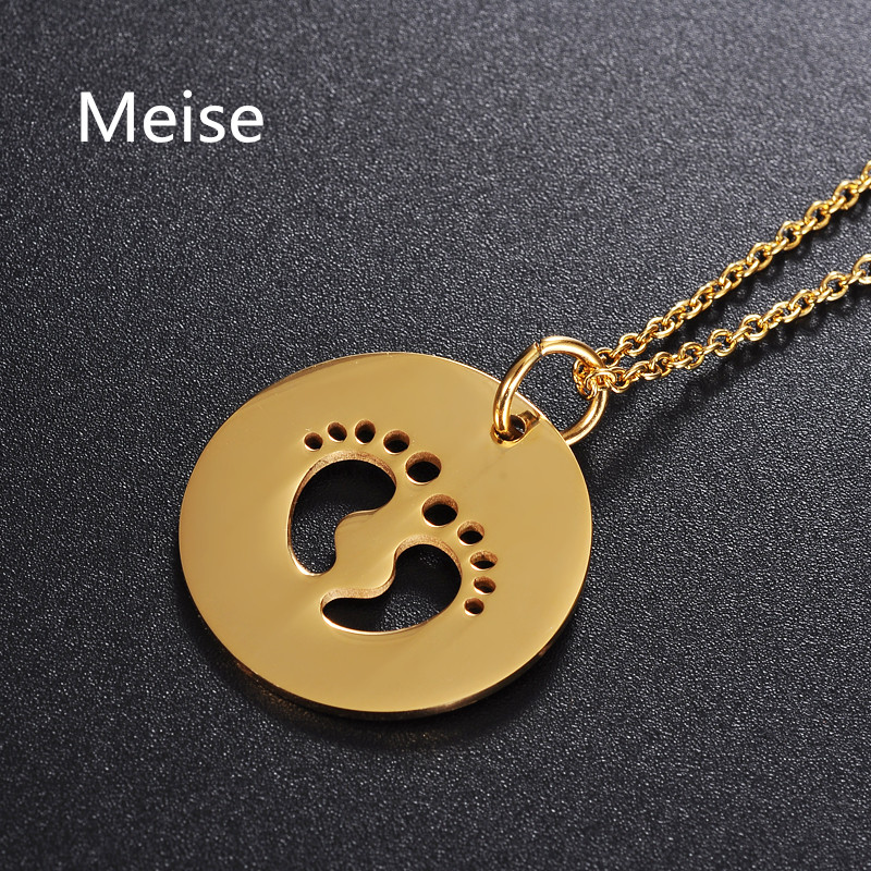 Yiwu Meise Stainless Steel Jewelry Round Engraved Hollow Cute Baby Feet Pendant Necklace