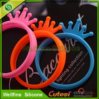 Factory wholesale new arrive universal wristband style silicone frame cover for mobile phone