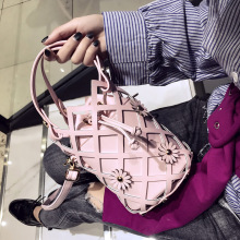 X62602A Casual Lady Cross Body Bag 2017 Woman Hollow Out Bucket Bag