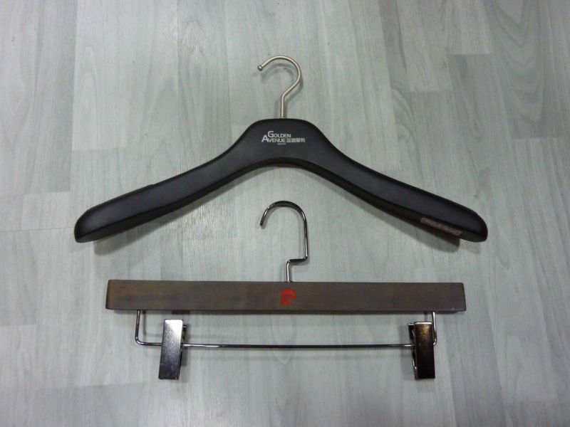 high quality wooden hangers comfortable for your clothes