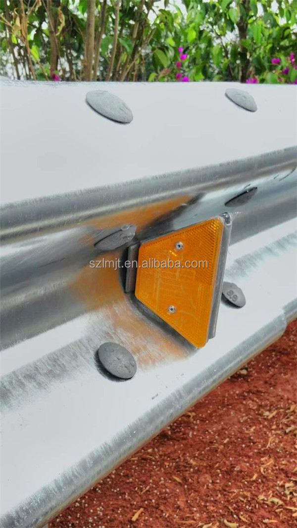 solar power Trapezoid Guardrail delineator