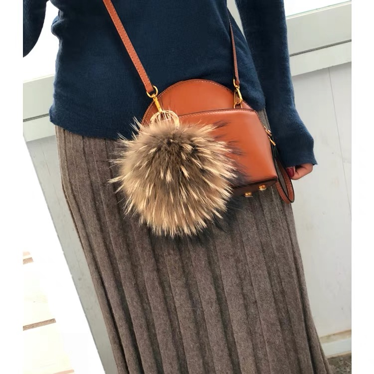Janefur Wholesale large raccoon fur pompom Keychain fluffy raccoon fur pom pom keychain stylish accessories for decoration