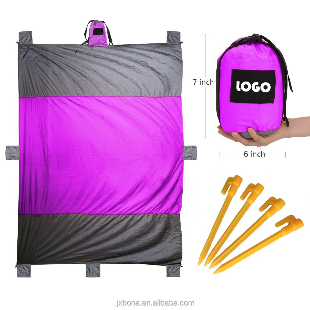 Folding sandless big size beach mat parachute nylon pockets beach blanket with sand bags