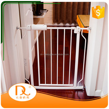 New design white metal friendly expandable baby safety door gate