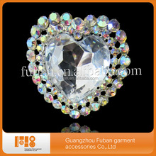 China suppliers cheap wholesale vintage style korean heart crystal AB rhinestone brooch for garment decoration