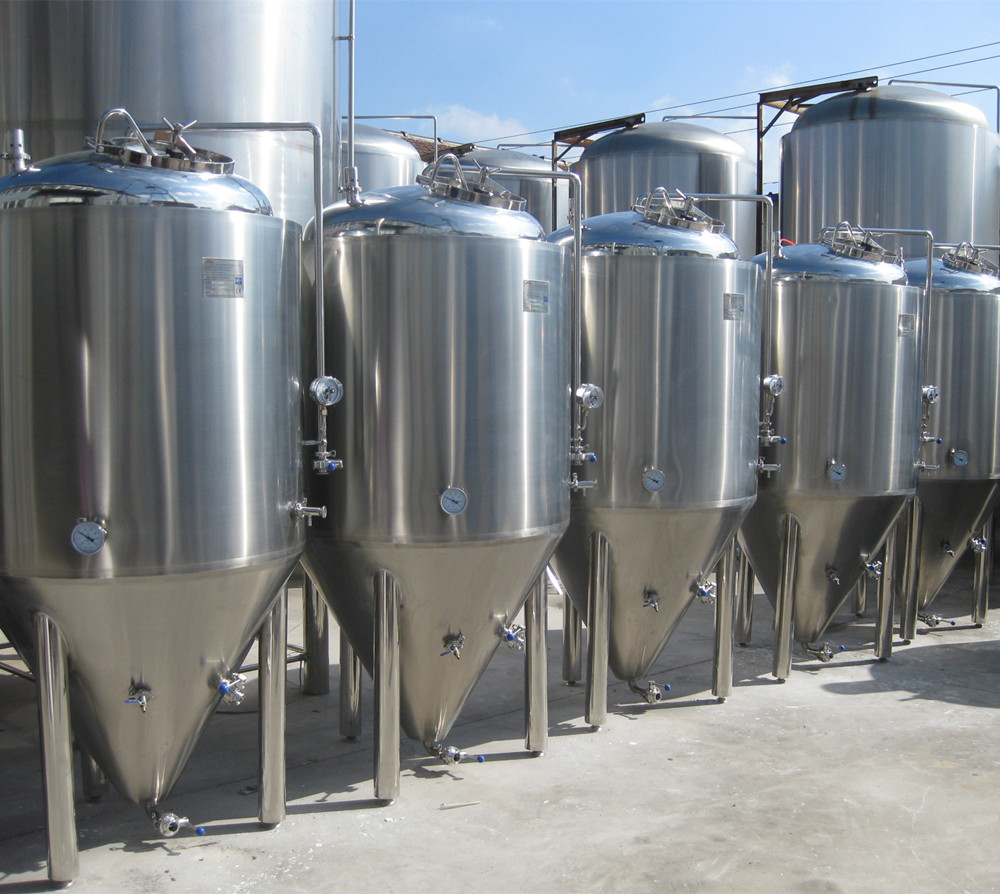 Brewery equipment/machine to make craft beer/large fermentation tanks