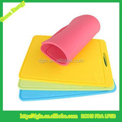 Hot sale New design latest style colorful silicone vegetable/fruit/kitchen/cheese cutting board