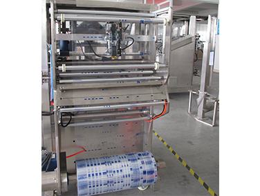 Low Cost VFFS Packaging Machine For Packing Puffed Food