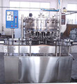 Separated carbonated drink filling machine