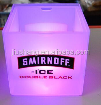Wholesale 3.5 L PP lighten up LED ice bucket with buttery for bar beer using