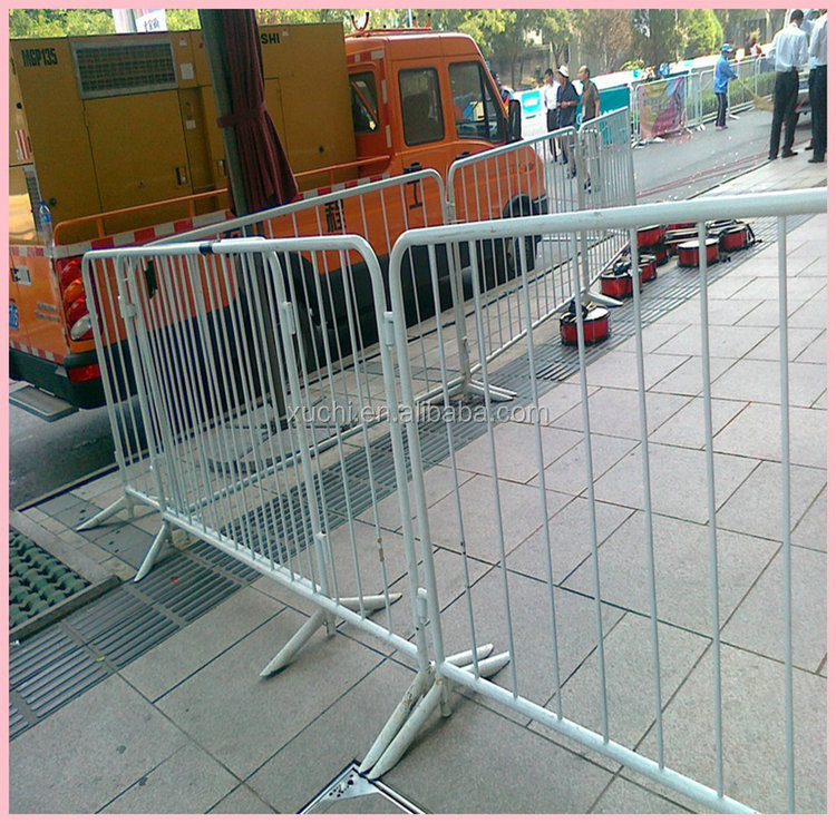 movable road barrier/pedestrian barrier/crowd control barrier