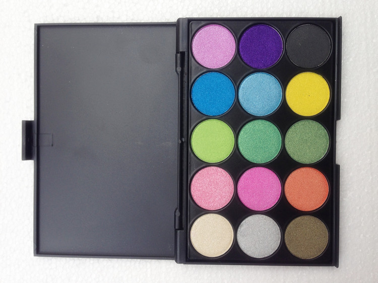 Customized logo available high quality 15 colors eyeshadow makeup palette