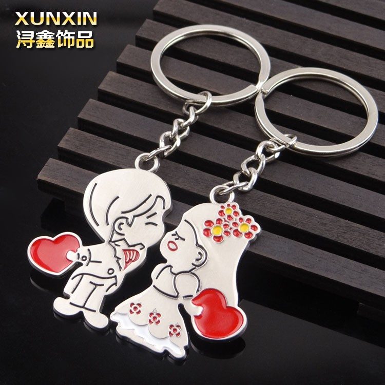 cute and lovely couple kiss wedding favors keychains for promotional gift