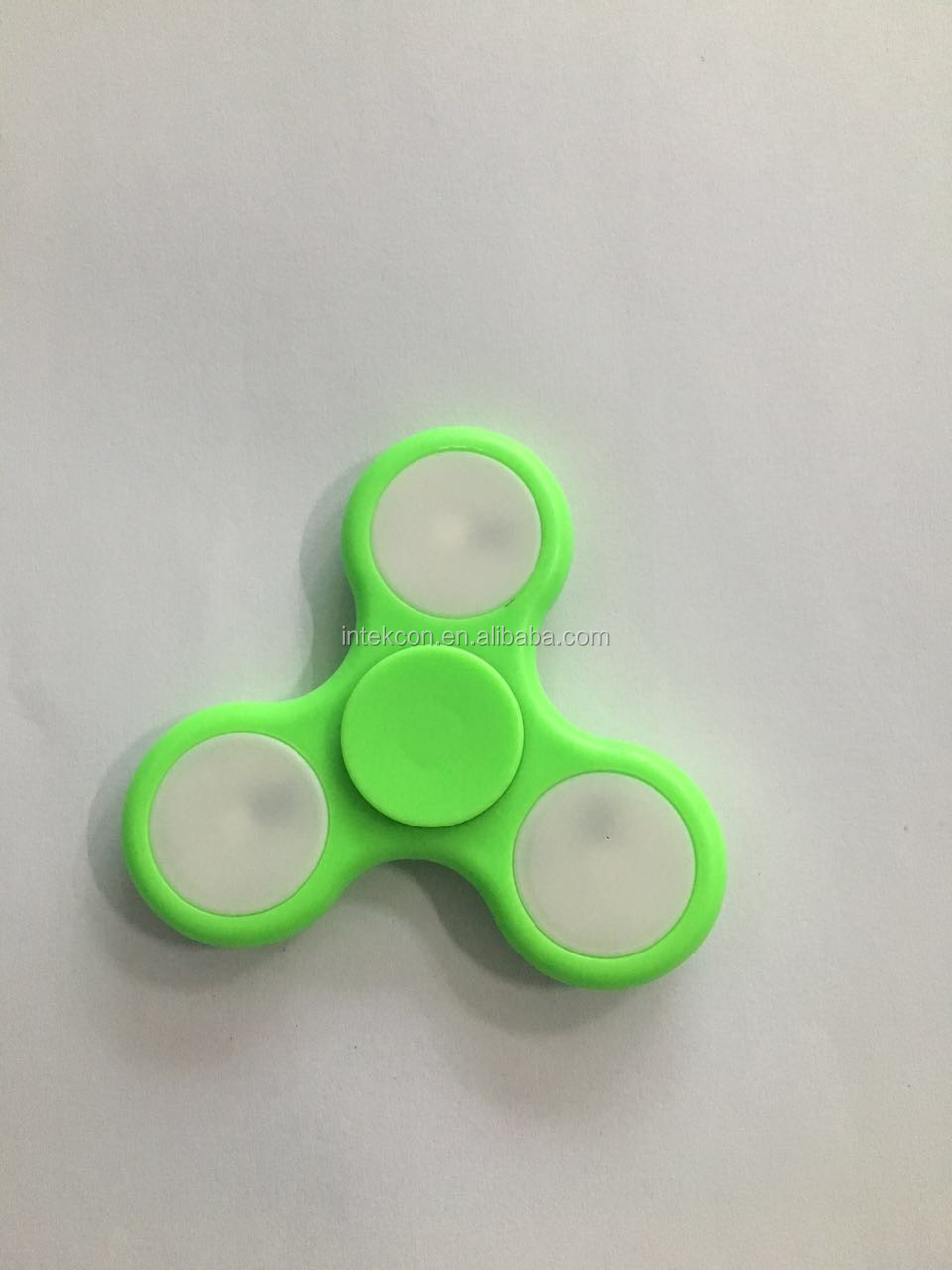 INTEKCON Factory price LED flashing hand spinner fidget spinner 608 bearing LED flashing light fidget spinner