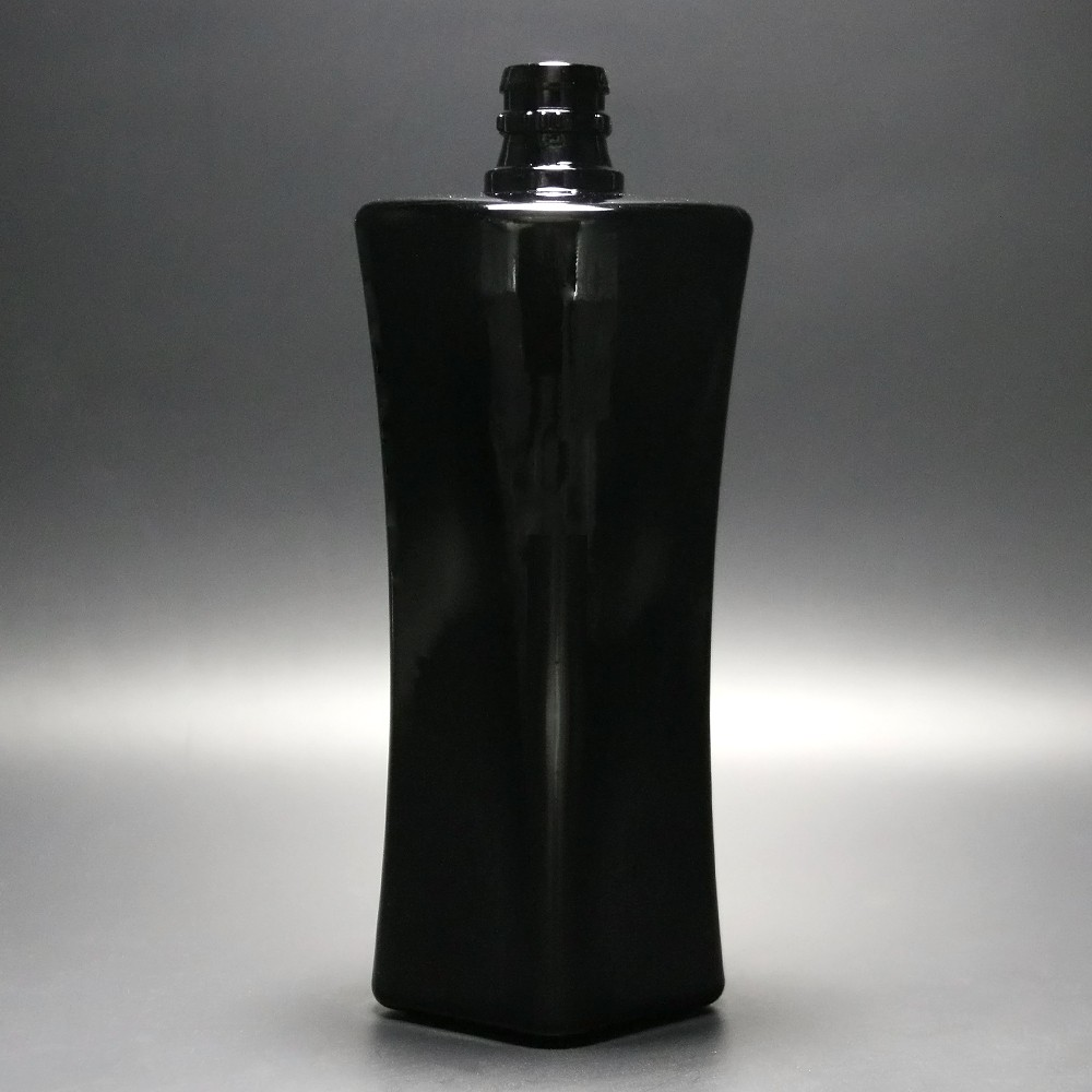 750ml Custom Design Tall Vodka Bottle Empty Black Glass Bottle Wholesale