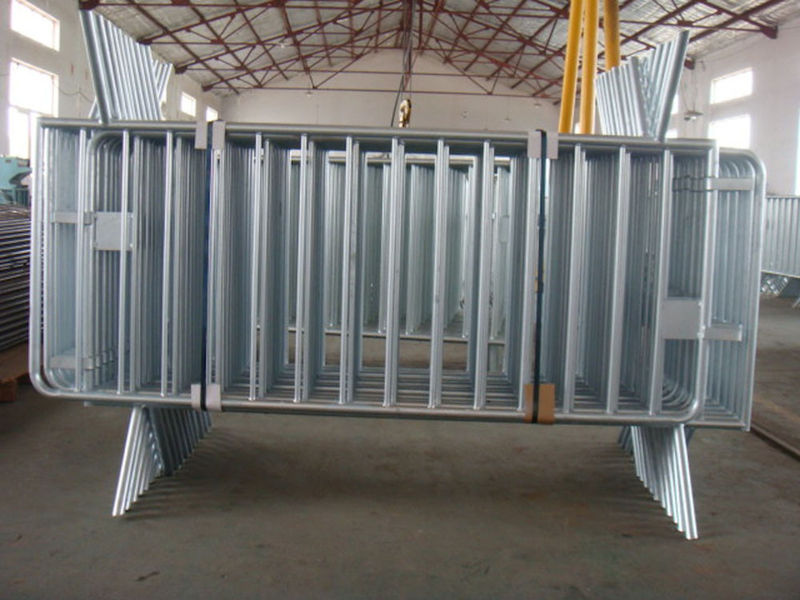 hot dipped galvanized traffic barrier outdoor barricades